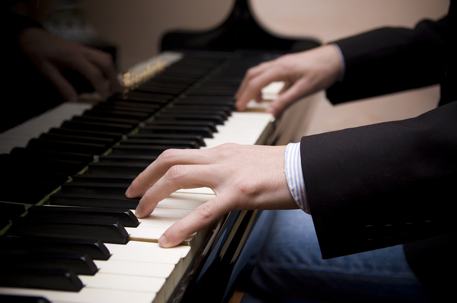 http://www.potentialmatters.co.uk/blog/wp-content/uploads/man-playing-piano.jpg