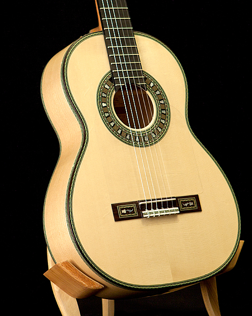 http://www.flamenco-guitars.com/uploads/public11/images/vassilis_lazarides_guitars/Flamenco-Guitar-Jeronimo-Maya-top-and-side-detail-decoration.jpg